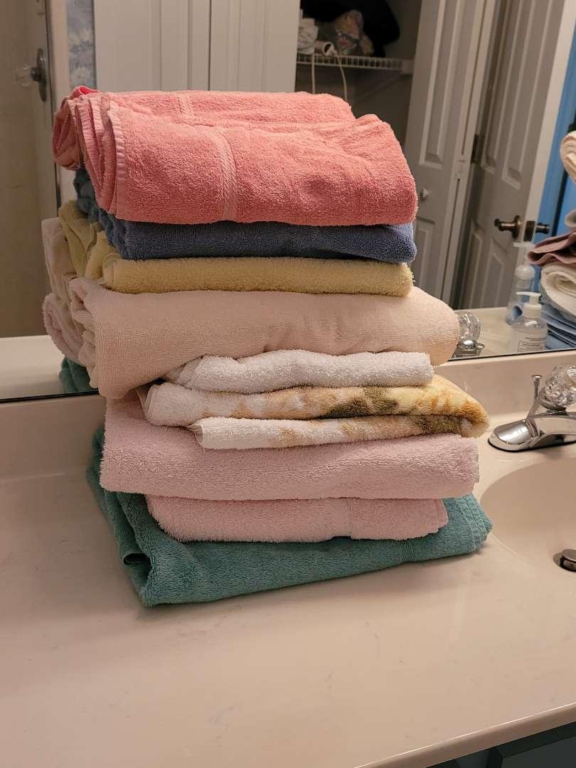 Lot # 286 (9) Towels