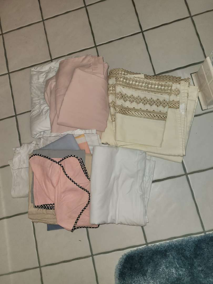 Lot # 287 Assorted Pillowcases