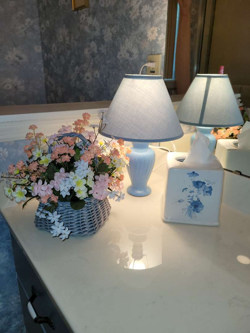 Lot # 295 Lamp, Flowers & Tissue Cover