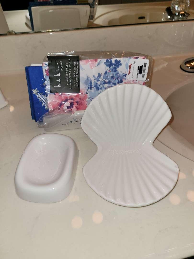 Lot # 325 Ceramic Soap Dish, Shell Trinket Holder & Napkin Holder w/ Napkins