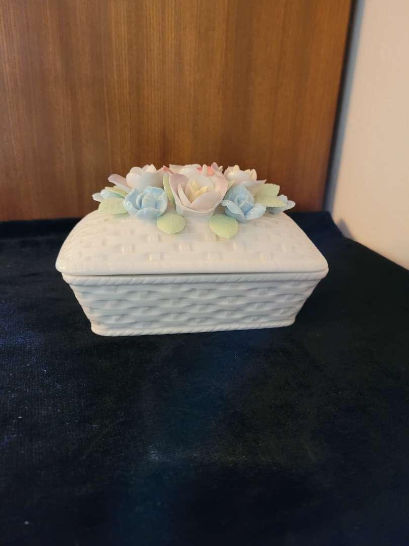 Lot # 335 Beautiful Porcelain Trinket Box