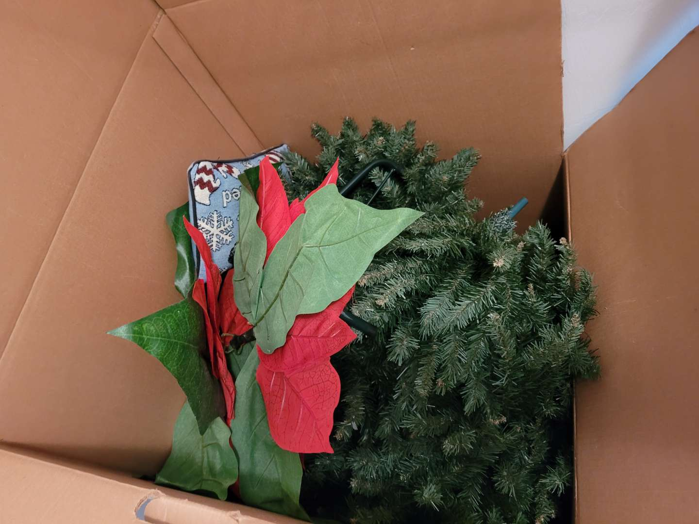 Lot # 338 Christmas Tree