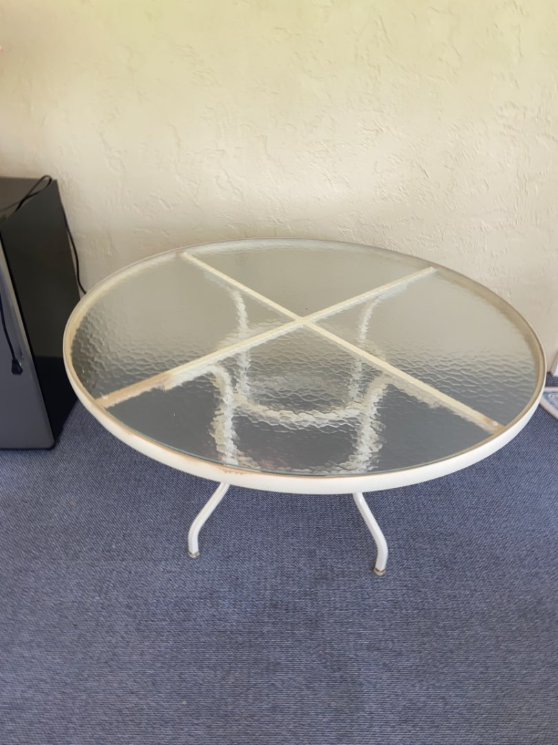 Lot # 366 Round Patio Table