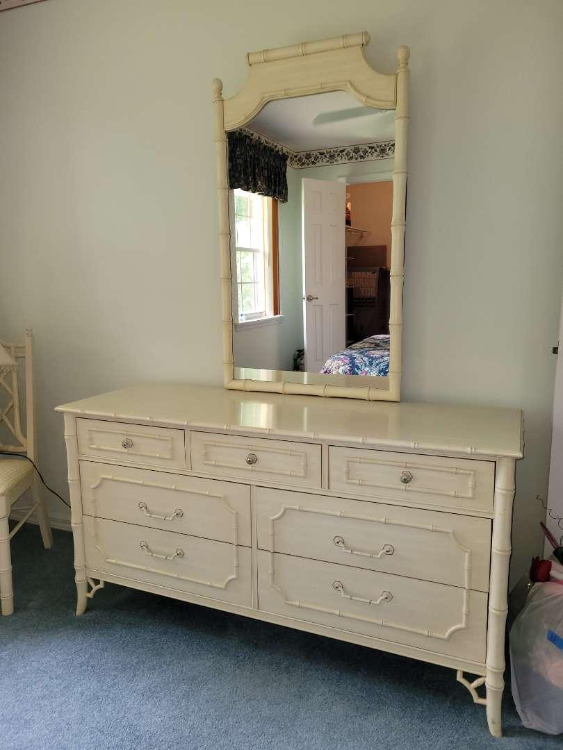 Lot # 376 Dixie Furniture Dresser & Mirror