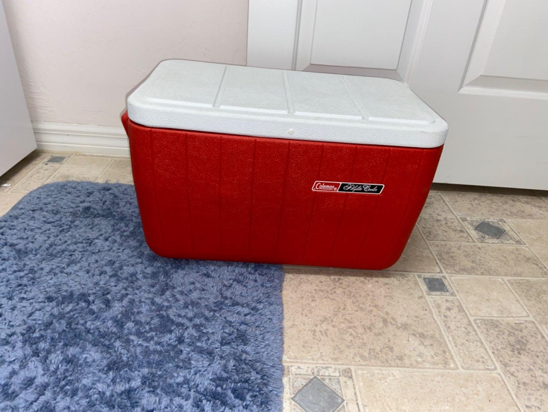Lot # 385 Coleman Polylite Cooler
