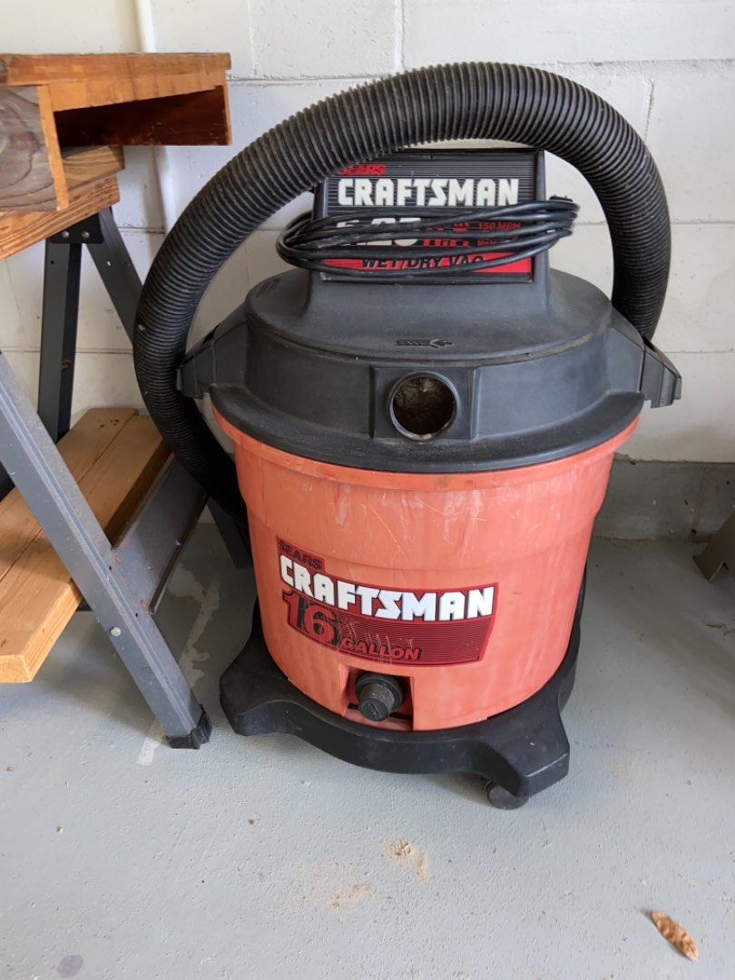 Lot # 412 Craftsman 16 Gallon Full Blowing Wet/Dry Vacuum
