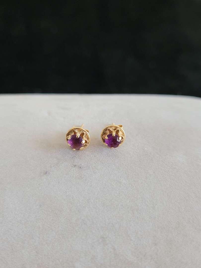 Lot # 426 14k Gold Earrings - TW is .8g