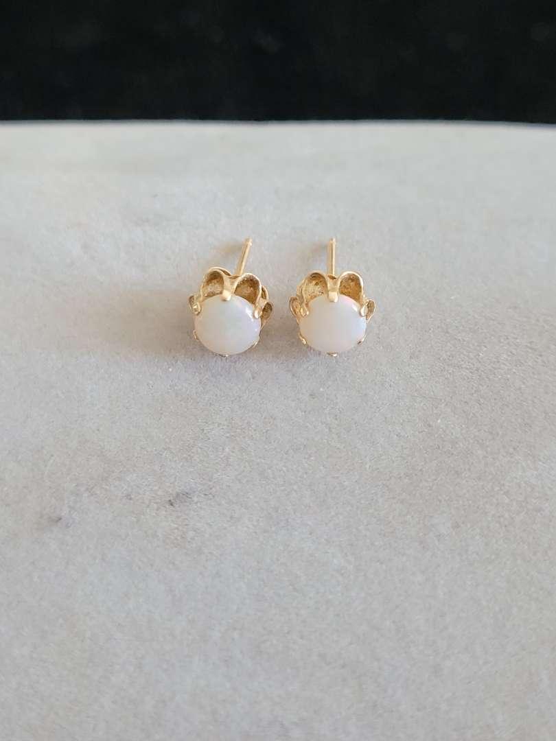 Lot # 427 14k Gold Earrings - TW is .6g