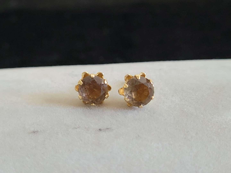 Lot # 429 Beautiful 14k Gold Earrings - TW is 1.0g.