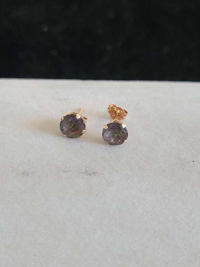 Lot # 430 Beautiful 14k Gold Earrings - TW is .5g
