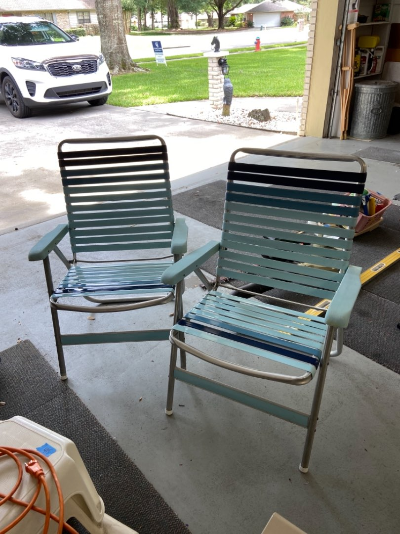 Lot # 476 (2) Lawn Folable Chairs