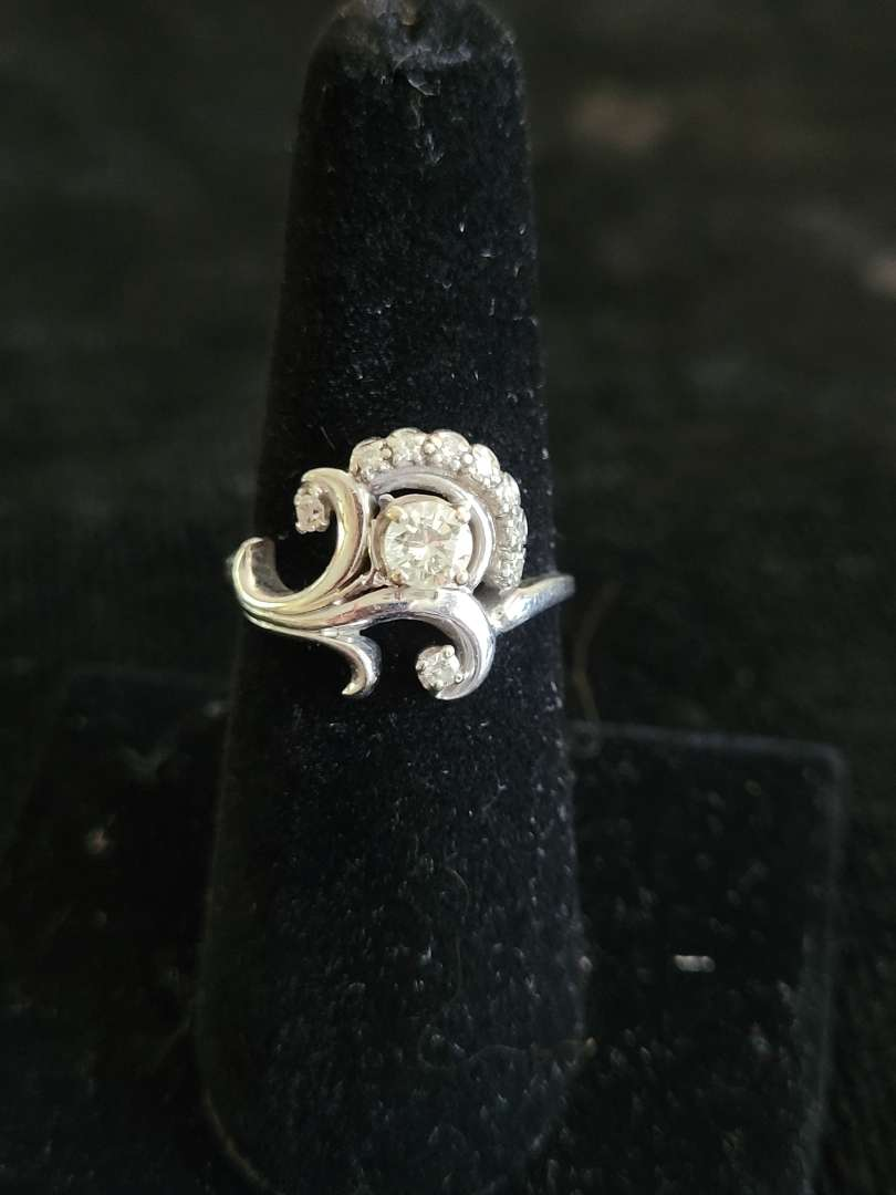 Lot # 482 Stunning 18k Gold Diamond Ring - Size 6.5 - TW is 5.1g