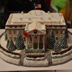 Lot # 40 THE WHITE HOUSE MADE BY HAWTHORN VILLAGE (LIGHTED)