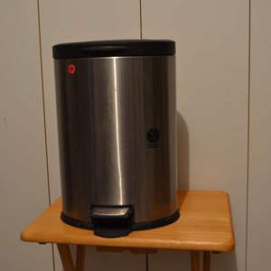 Lot # 99 SMALL TRASH CAN