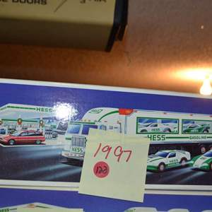 Lot # 123 HESS TRUCK 1997