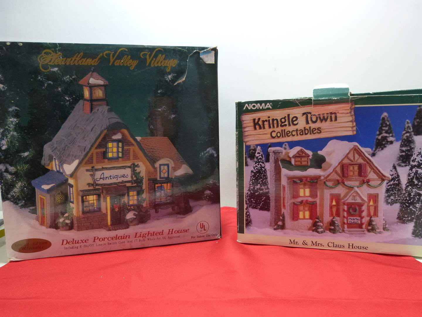 Lot # 7  2 Christmas houses (complete and in great condition)