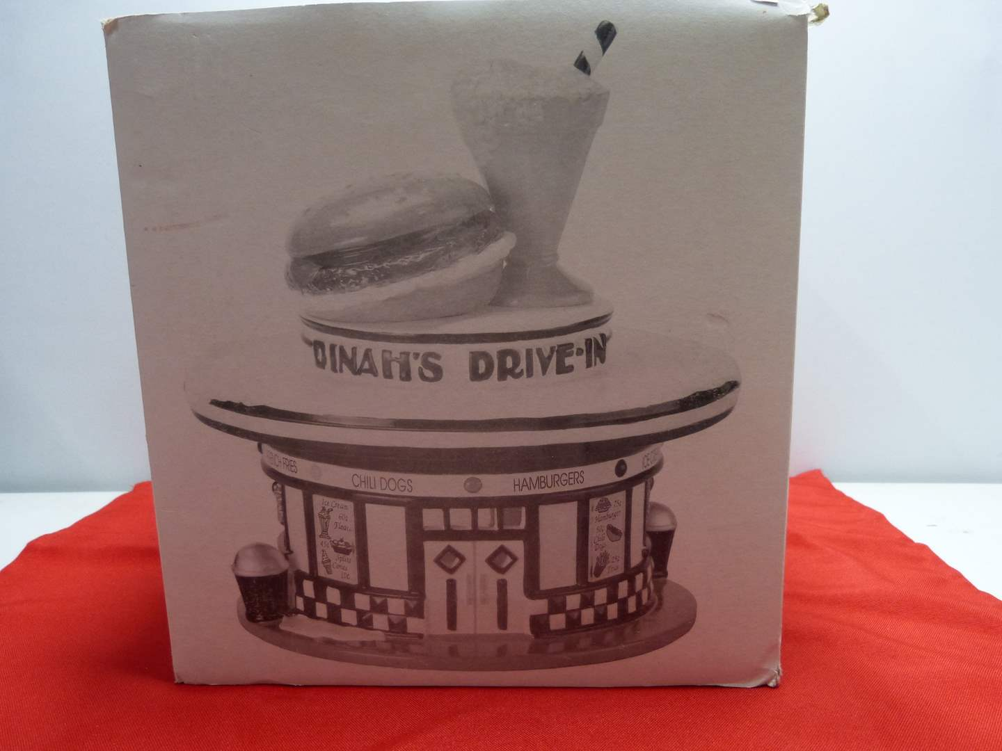 """Lot # 8  Dept 56 """"Dinah's Drive-in"""" great look (missing light) (main image)"""