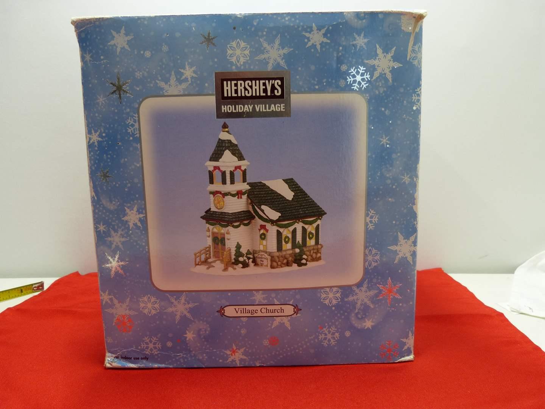 Lot # 19  Holiday house Hershey's Holiday Village w/light (main image)