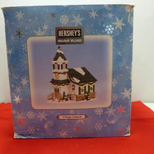 Lot # 19  Holiday house Hershey's Holiday Village w/light