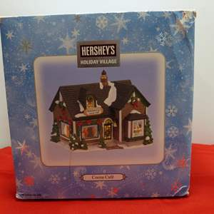 Lot # 20   Holiday house  Hershey's Holiday Village w/light