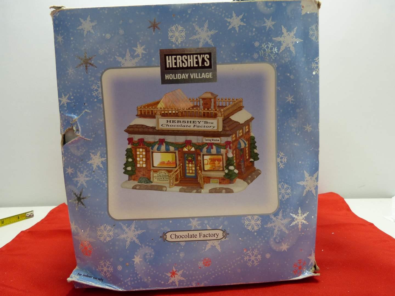 Lot # 21   Holiday house  Hershey's Holiday Village w/light (main image)