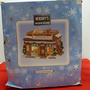 Lot # 21   Holiday house  Hershey's Holiday Village w/light