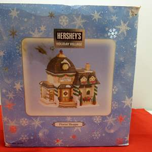 Lot # 22   Holiday house  Hershey's Holiday Village w/light