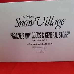 "Lot # 132  Dept 56 ""Snow Village"" ""Gracie's Dry Goods & General Store"" GREAT building (missing light)"