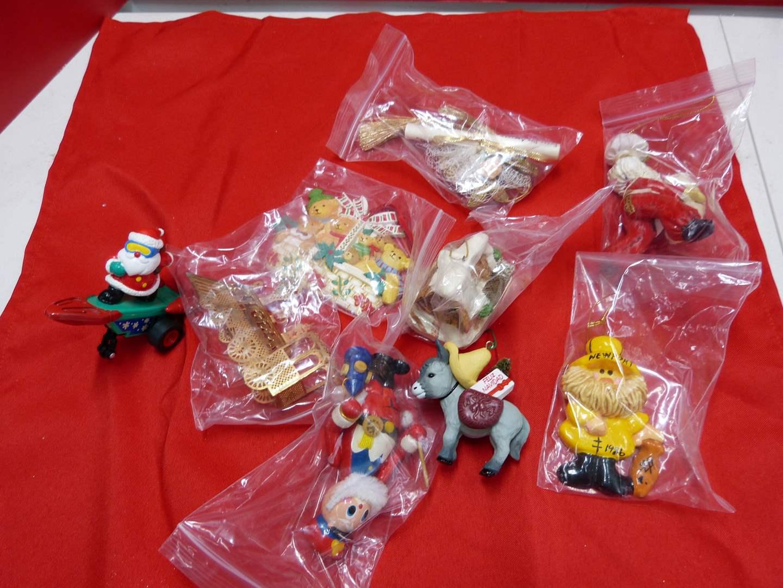 Lot # 141  Nice lot of Holiday ornaments (main image)