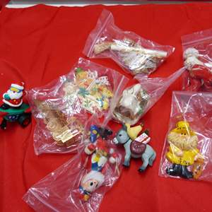 Lot # 141  Nice lot of Holiday ornaments