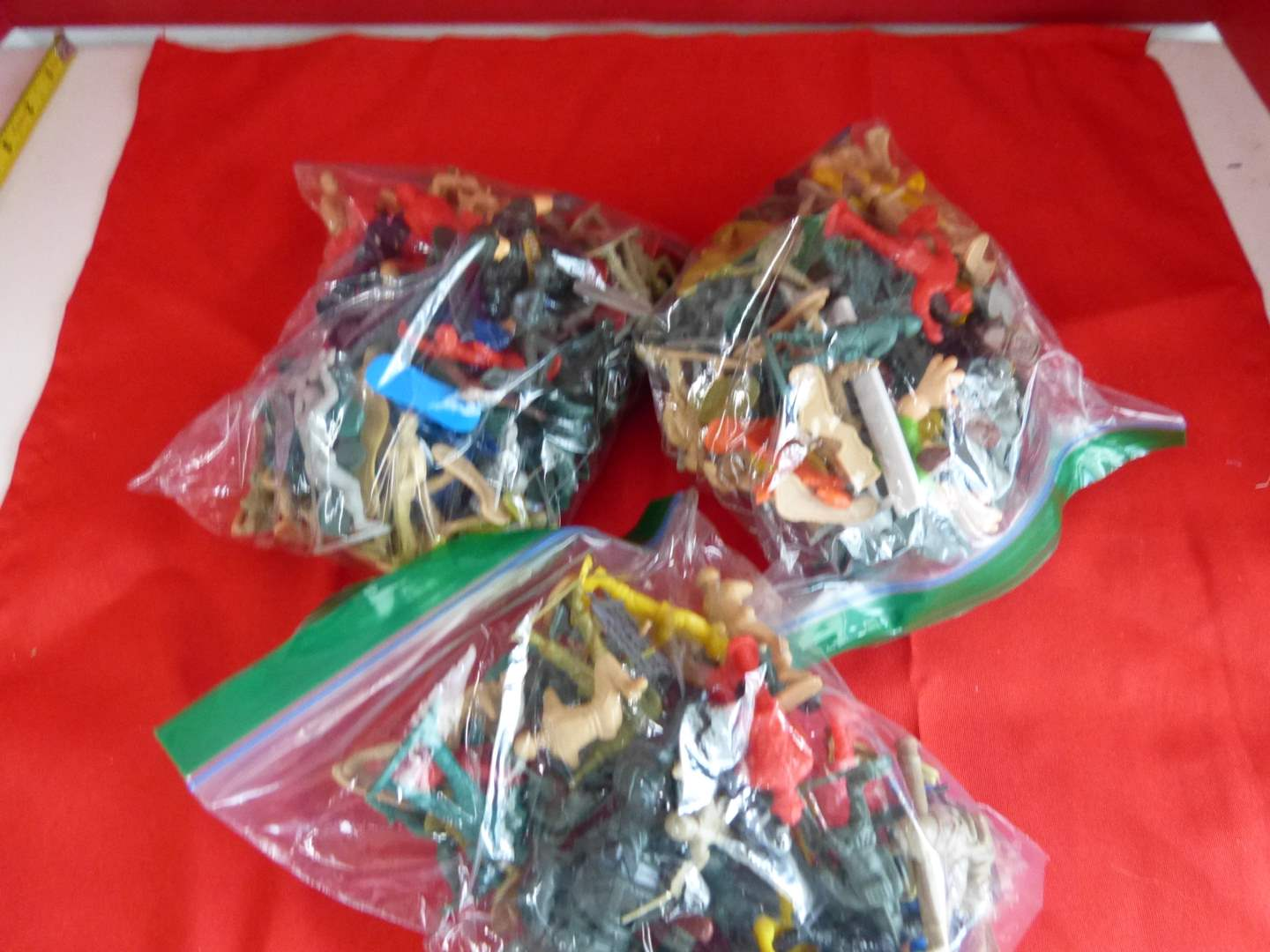 Lot # 202  Large lot of army men & action figures (main image)