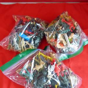 Lot # 202  Large lot of army men & action figures
