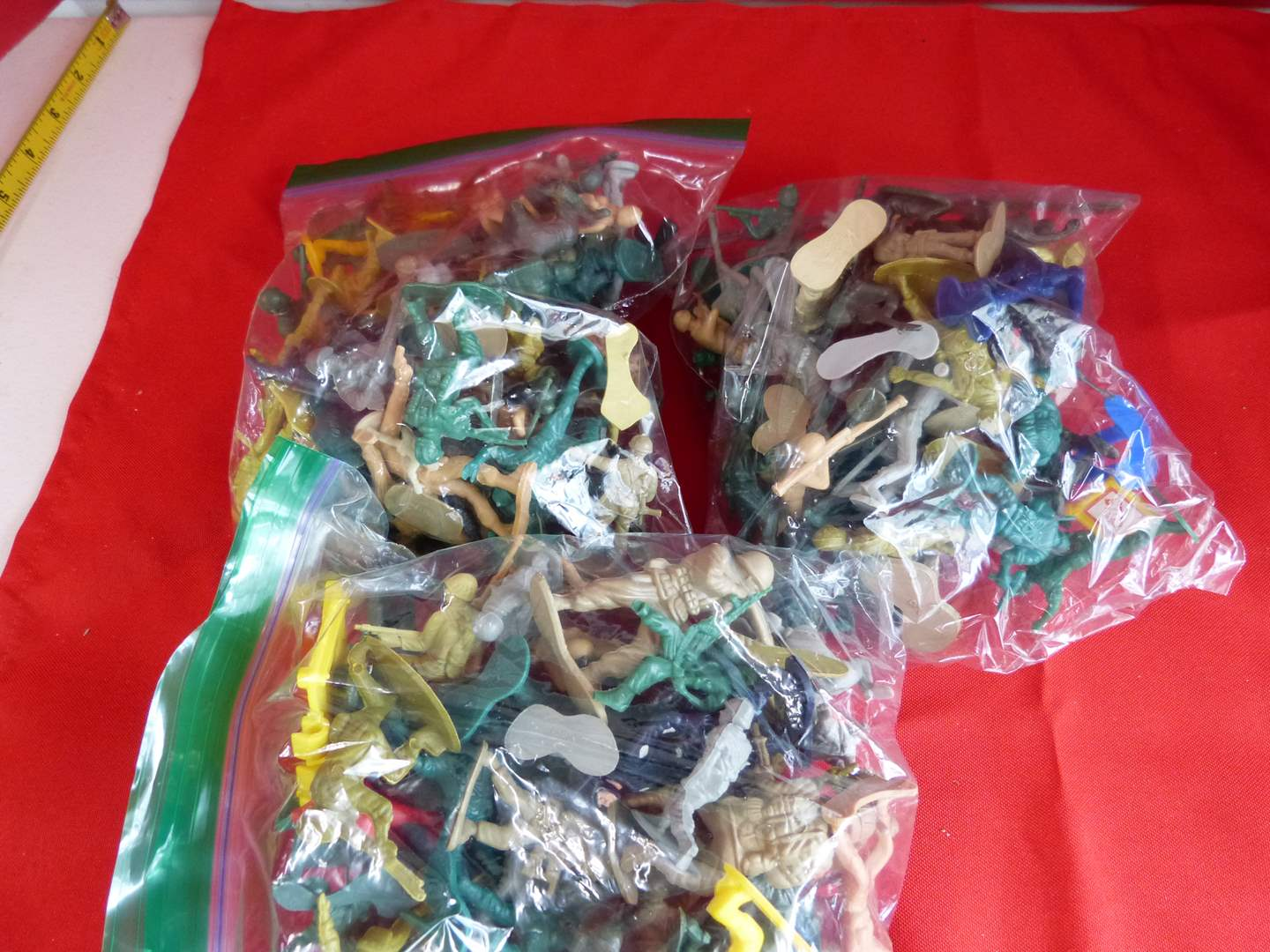 Lot # 204  Large lot of army men & action figures