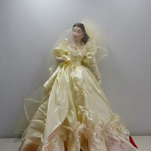 """Lot # 288  """"Gone With the Wind"""" doll"""
