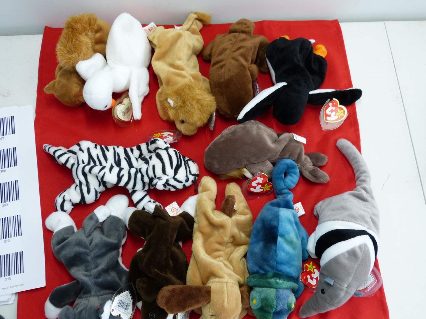 Lot # 310  Large lot of Beanie Babies  (main image)