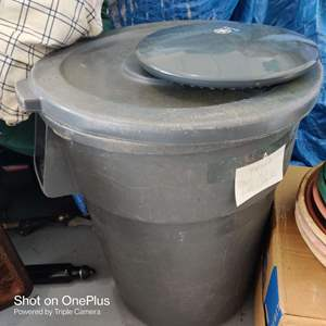 29 large 33 inch tall trash can with lid