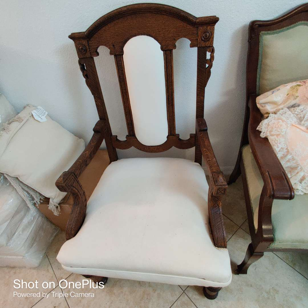 61 very nice ornate Victorian antique chair