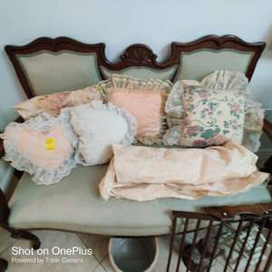 62  6 pillows and material