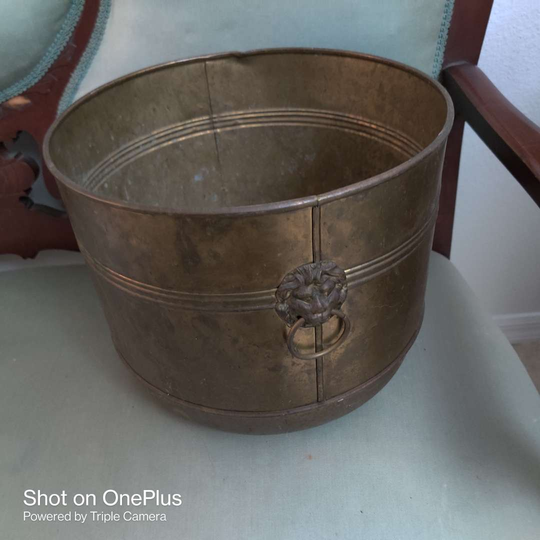 71 brass planter with lion's head handles 12 in wide