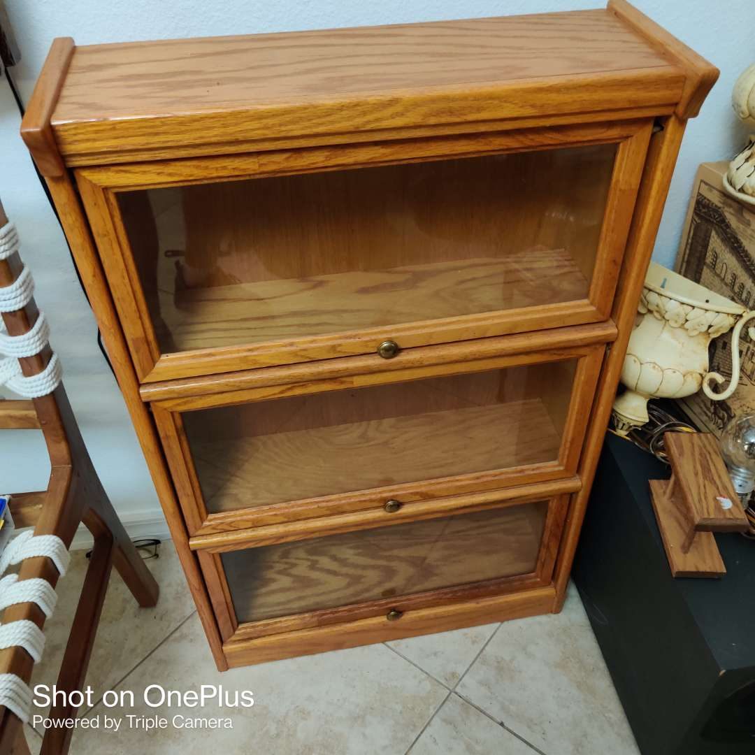 88 very nice glass front lawyer style bookcase 25 in wide 38 in tall oak