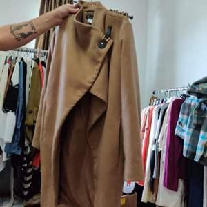 124.Venus coat size 14 very nice