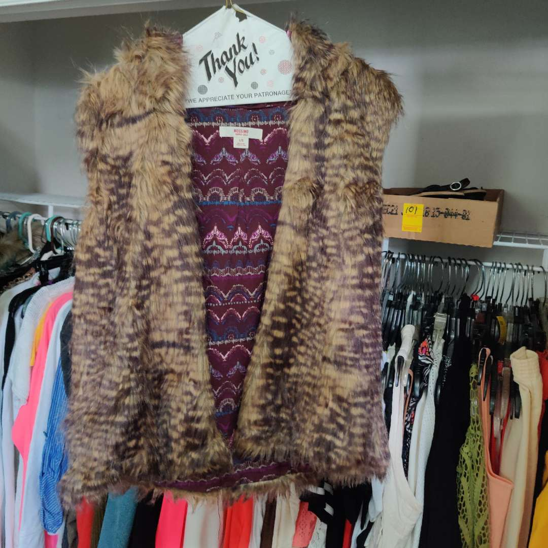 126. 2 really nice vest Mossimo size large and Le Nouvea