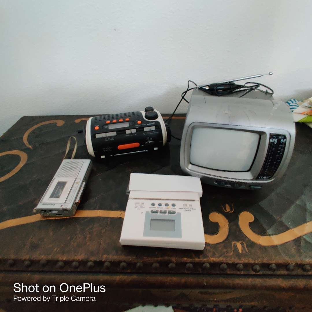 167 electronics four pieces TV tape recorder thermostat and radio wind up flashlight