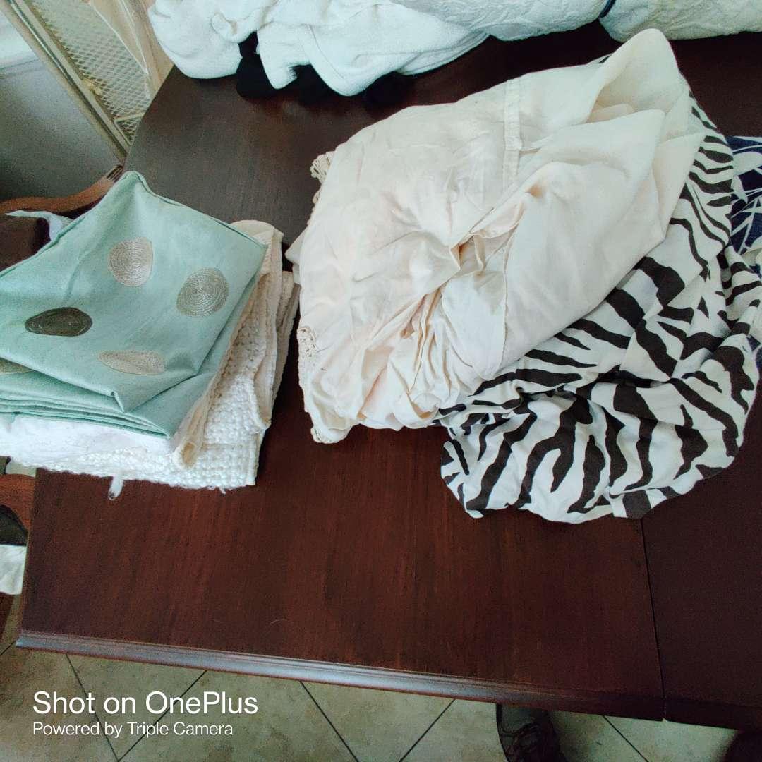 182 miscellaneous cloth items linens