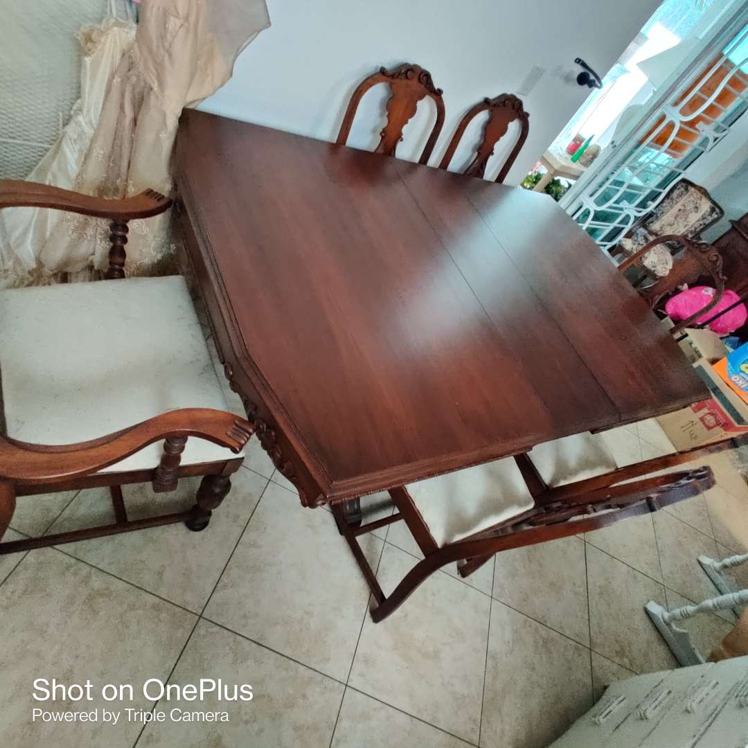 186 antique 1920s Walnut antique table and six chairs incredible condition wood looks like new