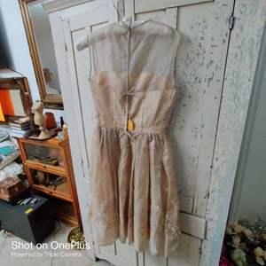 213 vintage woman's dress
