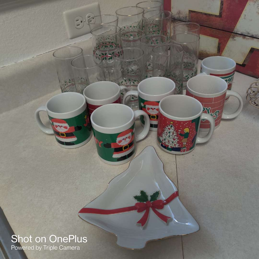 222 lot of Christmas cups glasses mugs 20 pieces