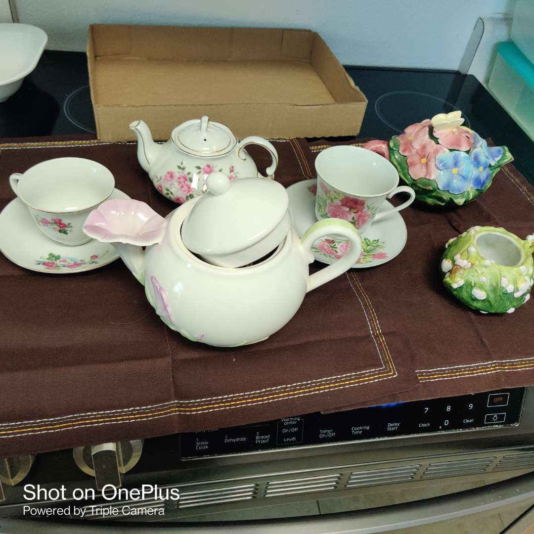 227 total of eight pieces three teapots two cups and saucers