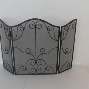 """Lot #13 Black Metal 3-Panel Arched Fireplace Screen - 48"""" Length (24"""" Center Panel) x 31"""" Height"""