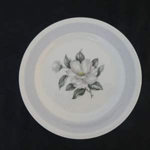 "Lot #163 Homer Laughlin (Eggshell Nautilus) Magnolia 6.125"" Bread & Butter Plates - Set of 8"